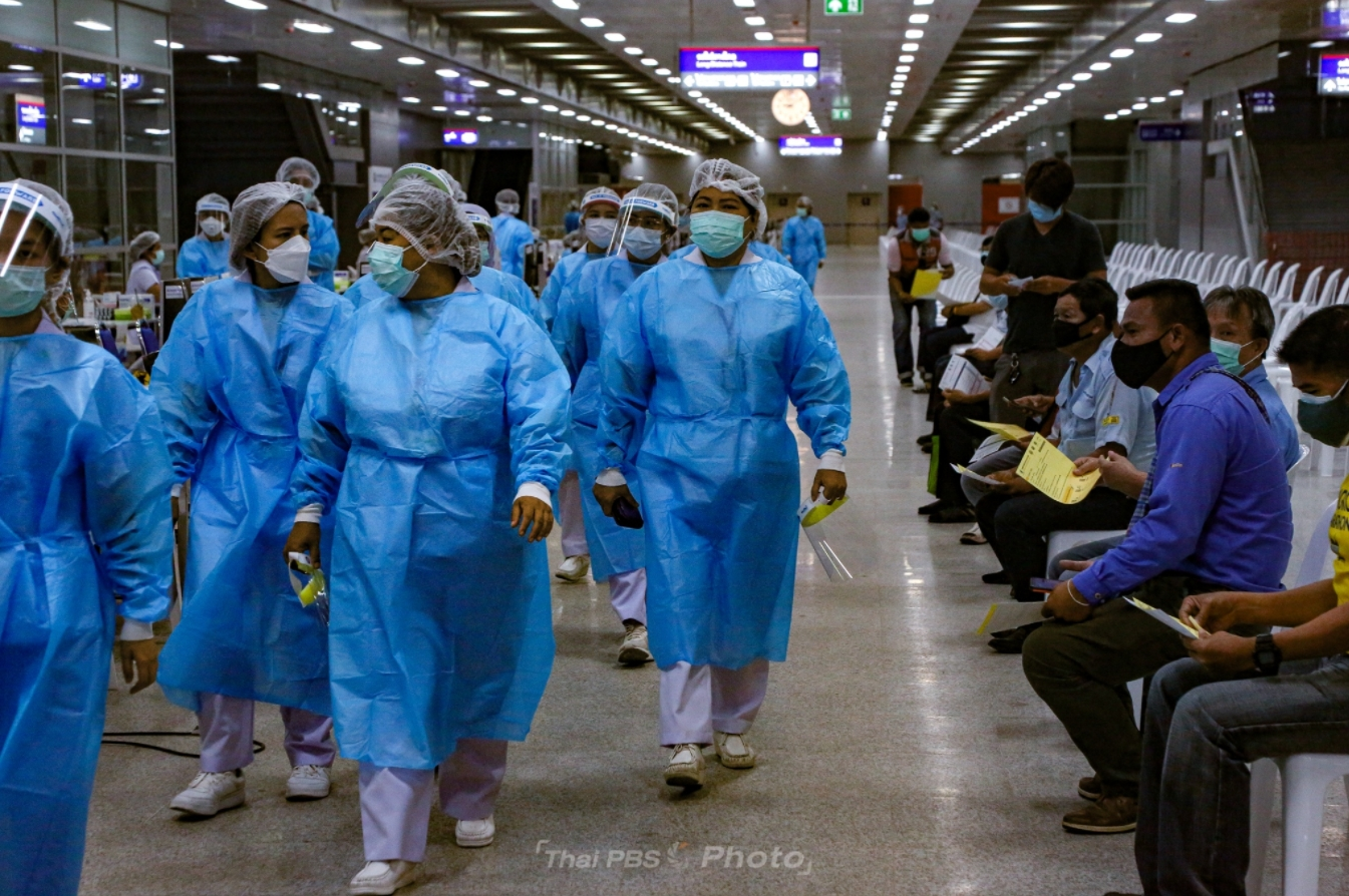Vaccination at Bangkok's Bang Sue Grand Station to continue, as focus turns to younger people